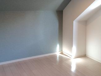 内装リフォーム ダウンライトとアクセントクロスで明るく照らす子供部屋
