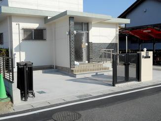 エクステリアリフォーム ご近所さんもびっくり!庭が3台駐車可能な駐車場に