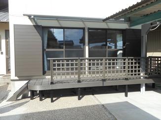 エクステリアリフォーム 庭と出入しやすく、布団も干せる屋根付きウッドデッキ